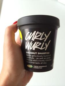 Curly Wurly Shampoo Lush Hand