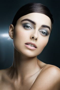 Metallic eyes - makeup trends FW2014